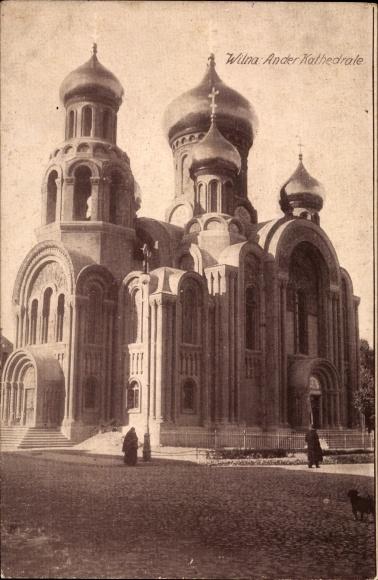 Ak Vilnius Wilna Litauen, Partie an der Kathedrale, Straßenpartie, Zwiebeltürme