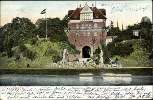 Ak Lübeck in Schleswig Holstein, Navigationsschule mit Kaisertor