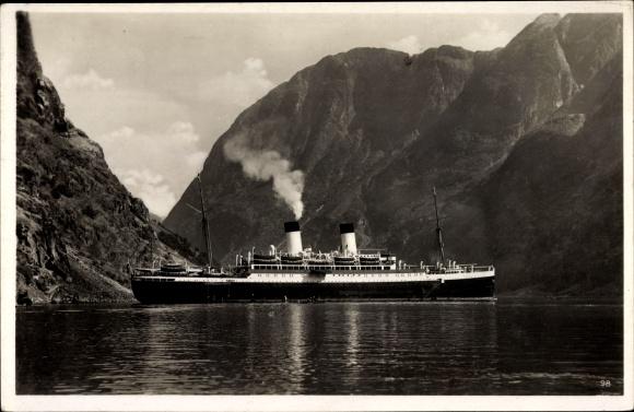 Ak Norwegen, Dampfschiff MS Monte Olivia, Vor Anker in einem Fjord, HSDG