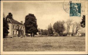 Ak Crouy Loir et Cher, La Cordellerie; Blick über eine Wiese, Häuser