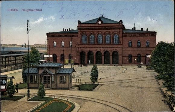 Ak Poznań Posen, Blick auf den Hauptbahnhof, Straßenseite, Stadtansicht