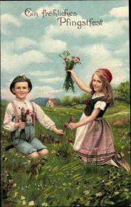 Präge Litho Glückwunsch Pfingsten, Junge und Mädchen pflücken Wiesenblumen, EAS