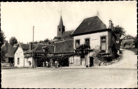Ak St. Martin sur Ouanne Yonne, Le bas du bourg route de Charny, Kirchpartie