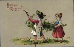 Ak Glückwunsch Pfingsten, Junge und Mädchen tragen einen Ast