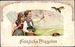 Litho Glückwunsch Pfingsten, Junge und Mädchen betrachten Maikäfer