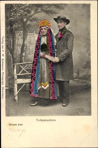 Ak Paar in Schaumburg Lippischen Volkstrachten, Paar