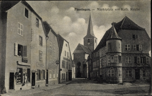 Ak Fénétrange Finstingen Moselle, Blick auf den Marktplatz mit Kirche