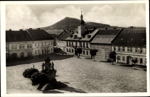 Ak Doksy Hirschberg am See Reg. Reichenberg, Marktplatz, Denkmal, Rathaus 0