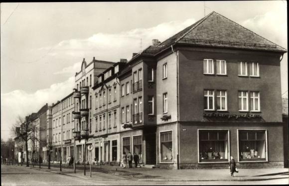 Ak Senftenberg in der Niederlausitz, Bahnhofstraße, HO Geschäft 0