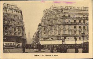 Ak Paris, La Chaussee d'Antin, Galeries Lafayette, Geschäftshaus, Straßenbahn, Passanten