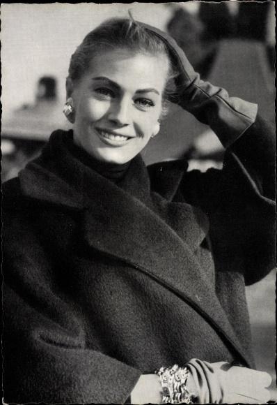 Ak Schauspielerin und Model Anita Ekberg, Portrait, Das Mondkalb 0