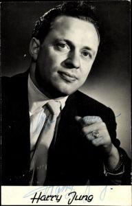 Ak Schauspieler Harry Jung, Portrait im Anzug, Autogramm