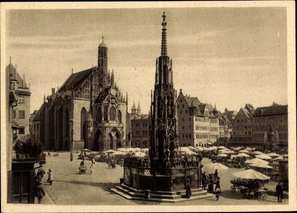 Ak Nürnberg in Mittelfranken Bayern, Marktplatz, Schöner Brunnen, Frauenkirche, Marktstände 0
