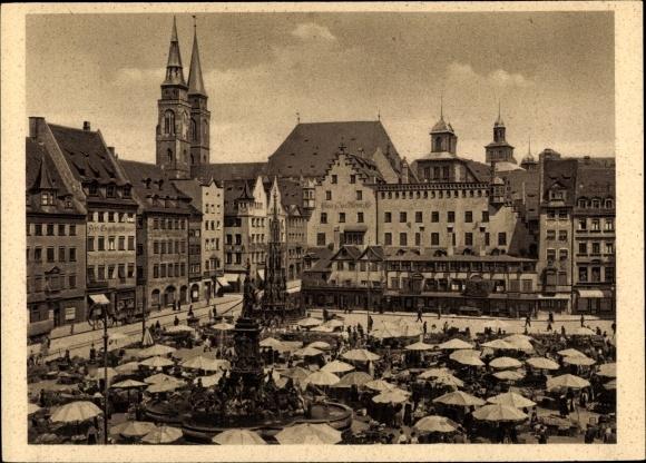 Ak Nürnberg in Mittelfranken Bayern, Marktplatz, Sebalduskirche, Schöner Brunnen, Marktstände 0
