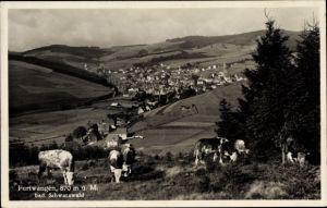 Ak Furtwangen im Schwarzwald, Blick auf den Ort mit Umgebung, Kühe auf der Weide