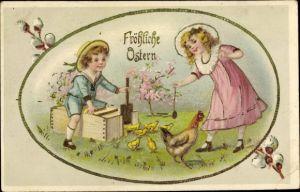 Präge Litho Glückwunsch Ostern, Kinder lassen Küken auf eine Wiese, Weidenkätzchen, Osterei