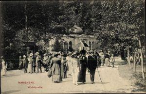 Ak Mariánské Lázně Marienbad Reg. Karlsbad, Waldquelle, Passanten, Langhans