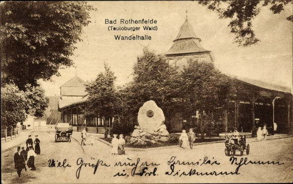 Ak Bad Rothenfelde am Teutoburger Wald, Blick auf die Wandelhalle, Straßenpartie 0
