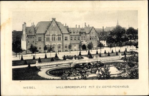 Ak Wesel am Niederrhein, Blick über den Willbrordiplatz zum evangelischen Gemeindehaus 0