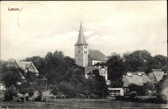 Ak Lesum Bremen, Blick über eine Wiese und Häuser im Ort zur Kirche 0
