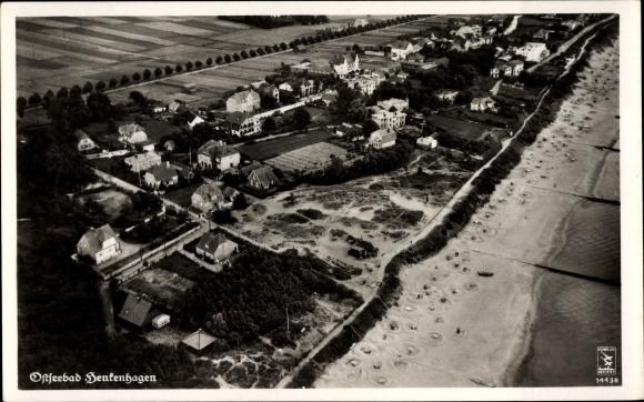 Ak Ustronie Morskie Henkenhagen Pommern, Fliegeraufnahme vom Ort, Klinke & Co. 14438 0