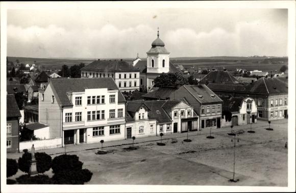 Ak Holice v Čechách Holitz Pardubitzer Region, Namesti, Platz mit Geschäftshäusern, Kirche 0