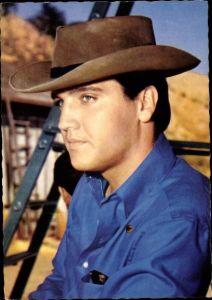 Ak Schauspieler und Sänger Elvis Presley, Portrait mit Cowboyhut, Flammender Stern