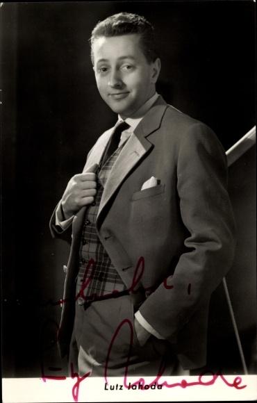 Ak Schauspieler Lutz Jahoda, Portrait im Anzug, Autogramm 0