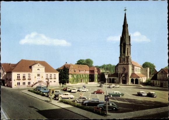Ak Quakenbrück in Niedersachsen, Blick über den Marktplatz zur Kirche, Rathaus 0