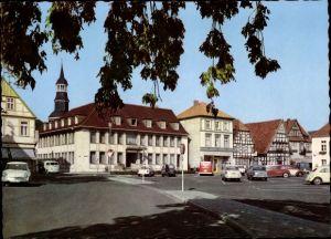 Ak Quakenbrück in Niedersachsen, Blick über den Marktplatz, Fachwerkhäuser, Autos, Sparkasse