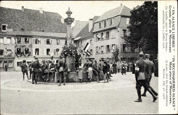 Ak Elsaß Haut Rhin, En Alsace Libérée, Grande place de Massevaux, Revue franco américaine 1918
