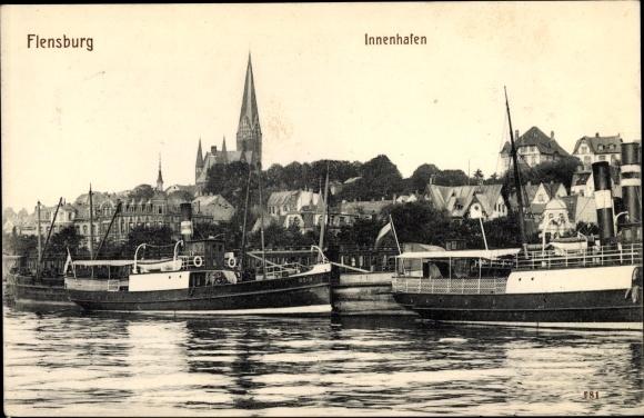 Ak Flensburg in Schleswig Holstein, Partie im Innenhafen mit Blick zur Stadt