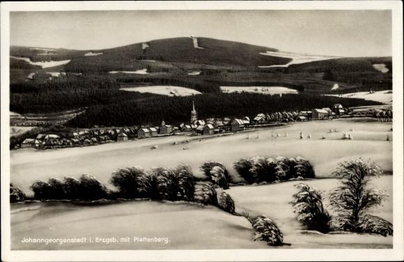 Ak Johanngeorgenstadt im Erzgebirge Sachsen, Totalansicht vom Wintersportort mit Plattenberg