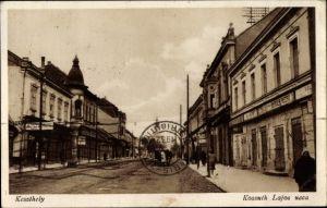 Ak Keszthely Kesthell Ungarn, Kossuth Lajos ucca, Straßenpartie, Geschäftshäuser