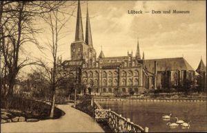 Ak Lübeck in Schleswig Holstein, Blick nach Dom und Museum