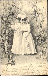 Ak Zwei junge Frauen in weißen Kleidern mit Sonnenschirmen, Hund
