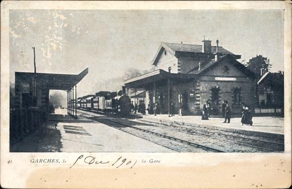 Ak Garches Hauts de Seine, La Gare, Bahnhof von der Gleisseite, Eisenbahn