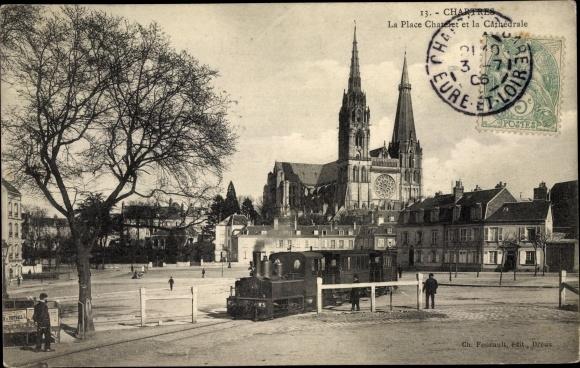 Ak Chartres Eure et Loir, La Place Chatelet et la Cathedrale, Kathedrale, Dampflokomotive, Eisenbahn