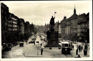 Ak Praha Prag, Wenzelsplatz, Vaclavske namesti, Straßenbahn Linie 19 nach Sporilov, Denkmal