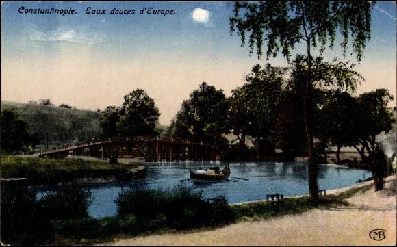 Ak Konstantinopel Istanbul Türkei, Eaux douces d'Europe, Flusspartie, Brücke, Ruderboot