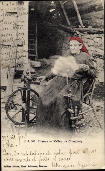 Ak Champéry Kt. Wallis Schweiz, Fileuse, Vallée de Champery, Frau in Tracht am Spinnrad