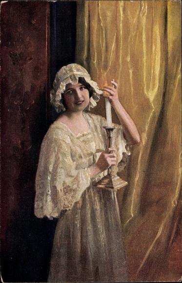 Künstler Ak Weber, C., Gute Nacht mein Lieb, Frau im Nachthemd mit Haube und Kerze