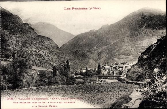 Ak Sant Julià de Lòria Andorra, Vue prise en aval et de la route qui conduit, Landschaftsblick