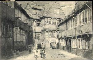 Ak Hamburg Mitte Altstadt, Blick in einen Hof in der Steinstraße, Fachwerkhäuser, Kinder