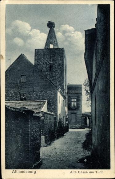Ak Altlandsberg Brandenburg, Alte Gasse am Turm, Storchennest