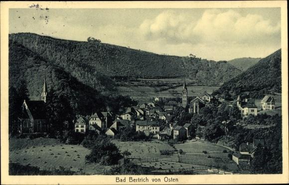 Ak Bad Bertrich in der Eifel, Blick auf den Ort mit Umgebung von Osten, Stengel 46941