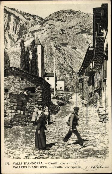 Ak Canillo Andorra, Carrer tipic, Straße im Ort, Kirche, Wohnhäuser, Anwohner