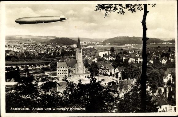 Ak Saarbrücken im Saarland, Ansicht vom Winterberg, Zeppelin, Christkönig Kirche