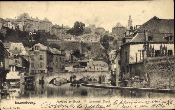 Ak Grund Grond Luxemburg in Luxemburg, Flusspartie mit Blick auf die Unterstadt