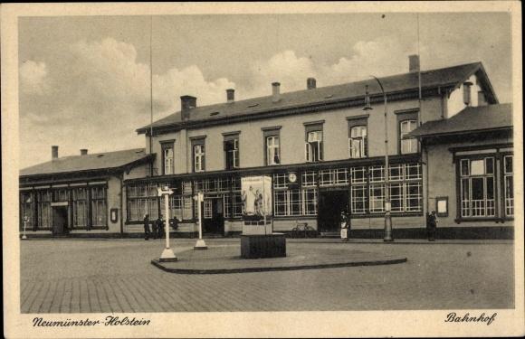 Ak Neumünster in Schleswig Holstein, Bahnhof, Straßenseite